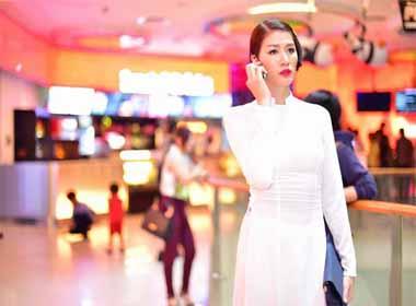 Siêu mẫu Trang Trần diện áo dài trắng hiều dịu bất ngờ