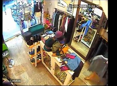 Camera ghi hình nữ quái trộm iPhone ở shop quần áo