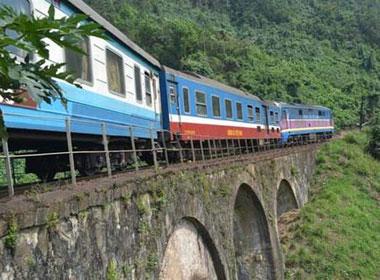 Trên cung đường sắt nguy hiểm bậc nhất Đông Dương