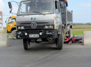 Một nữ sinh tử vong do tai nạn xe tải ở Nghệ An