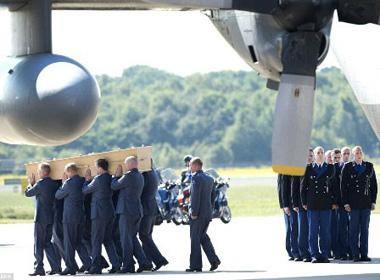 Hà Lan tiếp nhận thêm các thi thể nạn nhân vụ MH17
