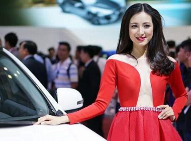 Dàn mẫu Tây hút khách tại Vietnam Motor Show 2014