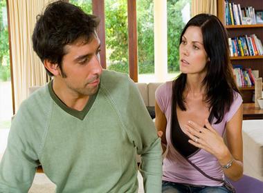 Cách ly gián chồng khỏi bồ có '1-0-2' của vợ