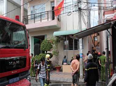 Cháy nhà dân sát trụ sở Công an phường