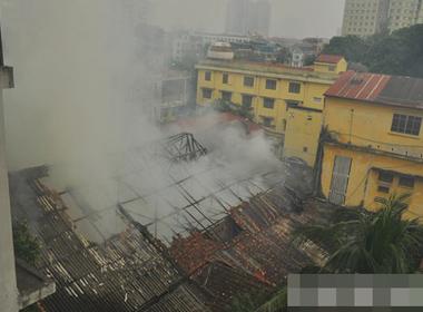 Cháy lớn ở công ty thiết bị khí tượng thủy văn ở Trung tâm Hà Nội