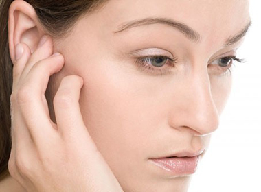 Thói quen ngoáy tai có thể diễn đến mọc nấm, thủng màng nhĩ