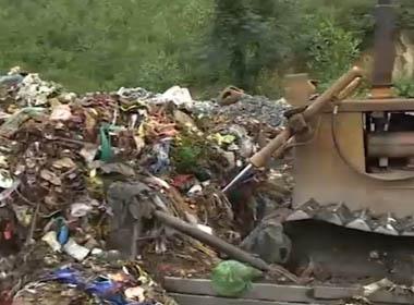 Kinh hoàng nước thải bãi rác chảy vào nguồn cấp nước Hà Nội