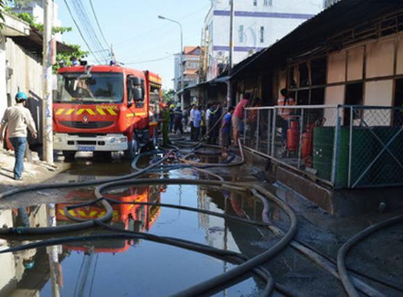 Cháy xưởng in hơn 300m2 trong khu dân cư, nhiều người hoảng loạn