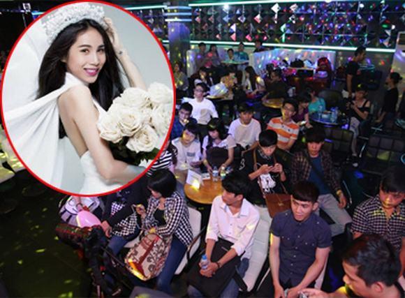 Thủy Tiên đón sinh nhật giữa rừng fan hâm mộ