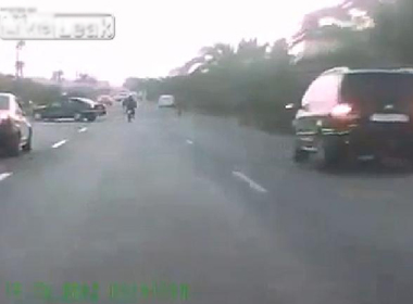 Quảng Ngãi: Đối đầu ô tô chở heo, 1 người tử vong