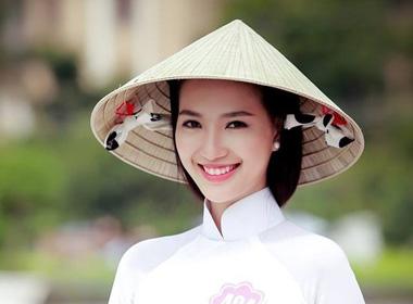 Hoa hậu Việt Nam 2014: Bị tố thẩm mỹ, thí sinh bỏ thi vì khủng hoảng