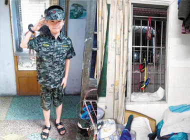 Cậu bé 10 tuổi treo cổ tự tử vì bị điểm kém Tiếng Anh