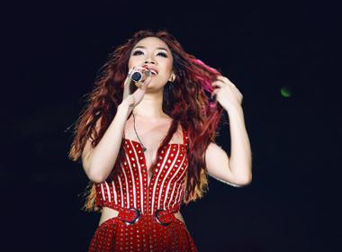 Mỹ Tâm hát ca khúc bị gán 'thảm họa' trước 25 nghìn khán giả
