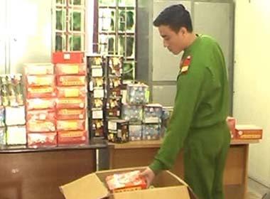 Bắt giữ 100kg pháo nổ trong nhà nghỉ ở Nghệ An