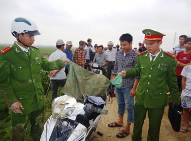 300 người bao vây bắt 2 kẻ trộm chó giữa ban ngày