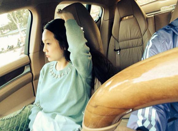 Hình ảnh vợ Tuấn Hưng mặt mộc xuất hiện sau khi sinh con đầu lòng