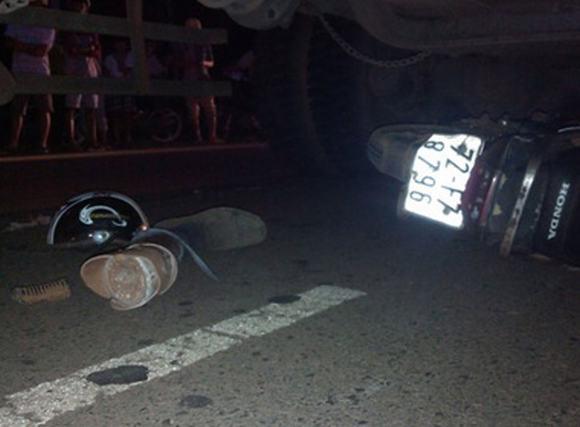 Xe tải cán chết một thương binh
