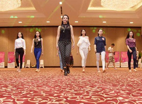 Hoa hậu Việt Nam 2014: Thí sinh bắt đầu luyện catwalk