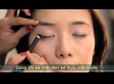 Make up tạo đôi mắt sâu và đáng yêu