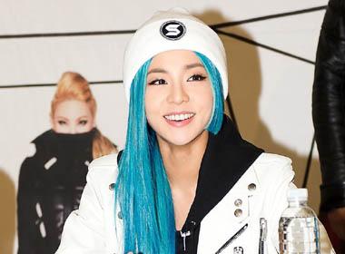 Những sao Hàn cực cá tính với màu tóc xanh nổi bật
