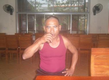 'Dị nhân' Quảng Bình 'ăn' thủy tinh, nuốt dao lam