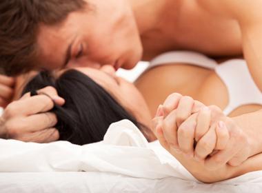 Sự cố khó đỡ của vợ trẻ trong đêm tân hôn