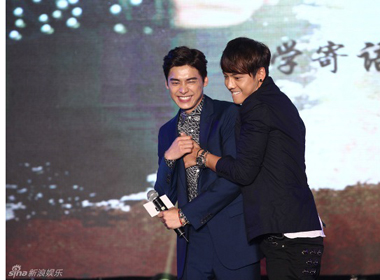 Đôi bạn Trần Vỹ Đình và Lý Dịch Phong đoạt danh hiệu 'Ngôi sao nam thần tượng của năm'
