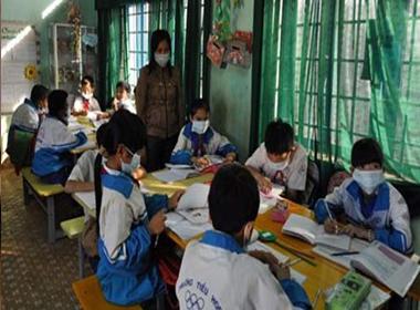 Bi kịch, cả trường đeo khẩu trang trong giờ học