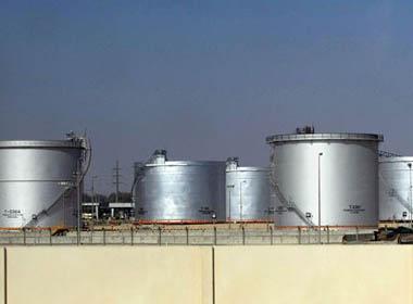 Giá dầu thế giới lại rớt thê thảm, người tiêu dùng 'mở cờ'