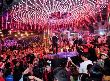 Đàm Vĩnh Hưng trong đêm 'Red Hot Party'