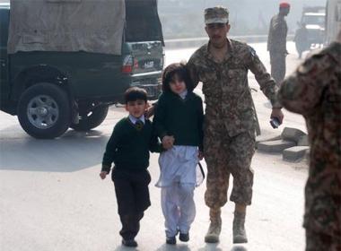 Khủng bố Hồi giáo tấn công trường học, 84 người chết