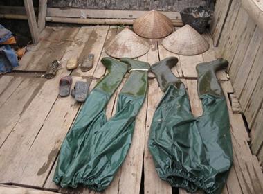 Vụ lật thuyền chở ngao 6 người chết: Quần áo bảo hộ kéo chết nạn nhân
