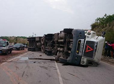 Quảng Ninh: Đâm xe kinh hoàng khiến 6 người chết, 8 người bị thương