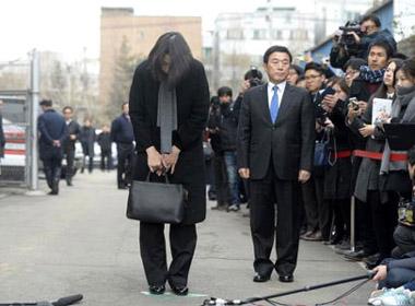 Korean Air bị cấm bay và phạt 2 triệu USD vì bê bối đuổi tiếp viên