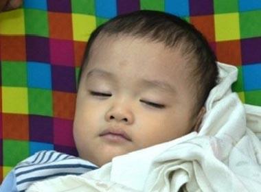 Vụ bé trai 2 tuổi bị bỏ rơi trên xe taxi: Tình tiết mới nghi vấn cha mẹ cháu Huy lộ diện