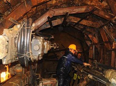 Sập hầm thủy điện: Nghẹt thở ngóng tin nạn nhân