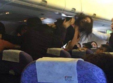 Hành khách Trung Quốc túm tóc đánh nhau, làm náo loạn máy bay