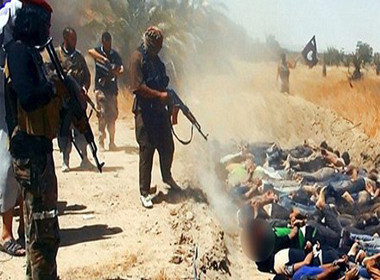 Kinh hoàng phát hiện hố chôn 230 người bị IS sát hại