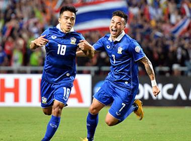 Thắng Malaysia 2-0, Thái Lan chạm một tay vào ngôi vô địch