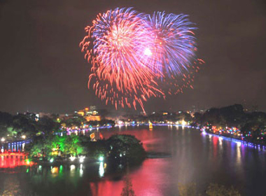 Hà Nội bắn pháo hoa tại 30 địa điểm đêm Giao thừa Xuân Ất Mùi 2015