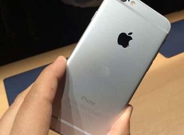 Đồng Rúp rớt giá khiến Nga trở thành nước bán iPhone rẻ nhất thế giới