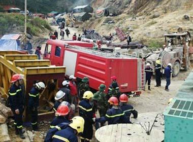 Cập nhật tin cứu hộ sập hầm thuỷ điện:  Chưa thể tiếp cận nạn nhân sập hầm trong đêm nay