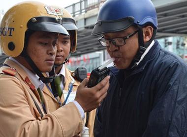 Nếu người vi phạm say quá, CSGT Hà Nội sẽ đưa về nhà