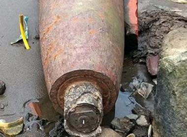 Hãi hùng phát hiện bom nặng gần 250kg còn nguyên kíp nổ