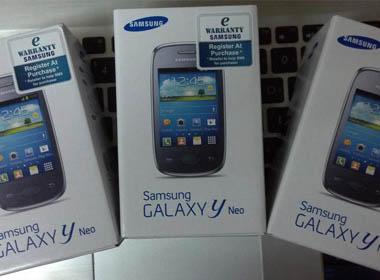 Dế giá rẻ Galaxy J1 lộ diện