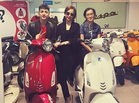Angela Phương Trinh tặng em gái xế hộp 2 tỷ, mua Vespa cho mẹ và anh trai