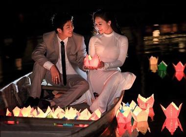 Ảnh cưới trên sông lãng mạn của Nhật Kim Anh