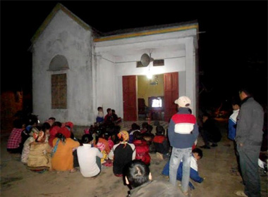 Cả làng có một tivi, dân xem đông như những năm 1990