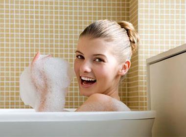Trời lạnh buốt, tắm bao nhiêu lần/tuần là vừa?