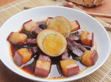 Thịt kho trứng đơn giản mà đưa cơm